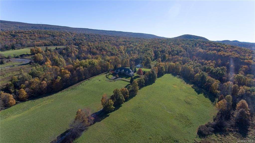 7. Single Family Home for Sale at 70 Mtn Lodge Road Washingtonville, New York, 10992 United States