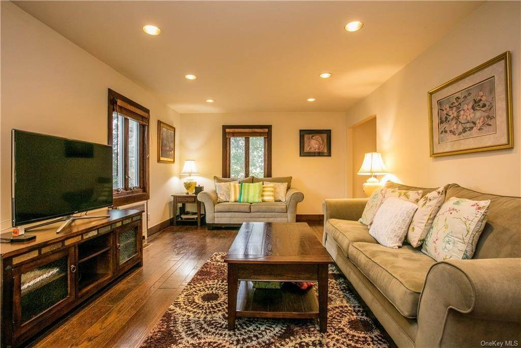 7. Single Family Home for Sale at 225 Rock Creek Lane Scarsdale, New York, 10583 United States