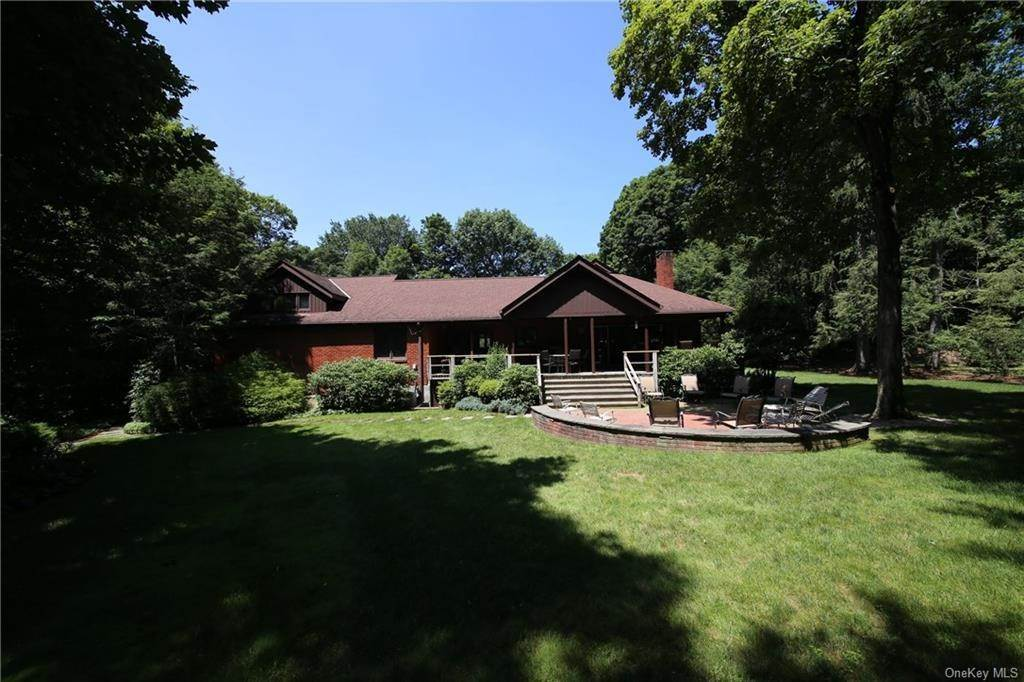8. Single Family Home for Sale at 2 Ironwood Lane Rye, New York, 10580 United States