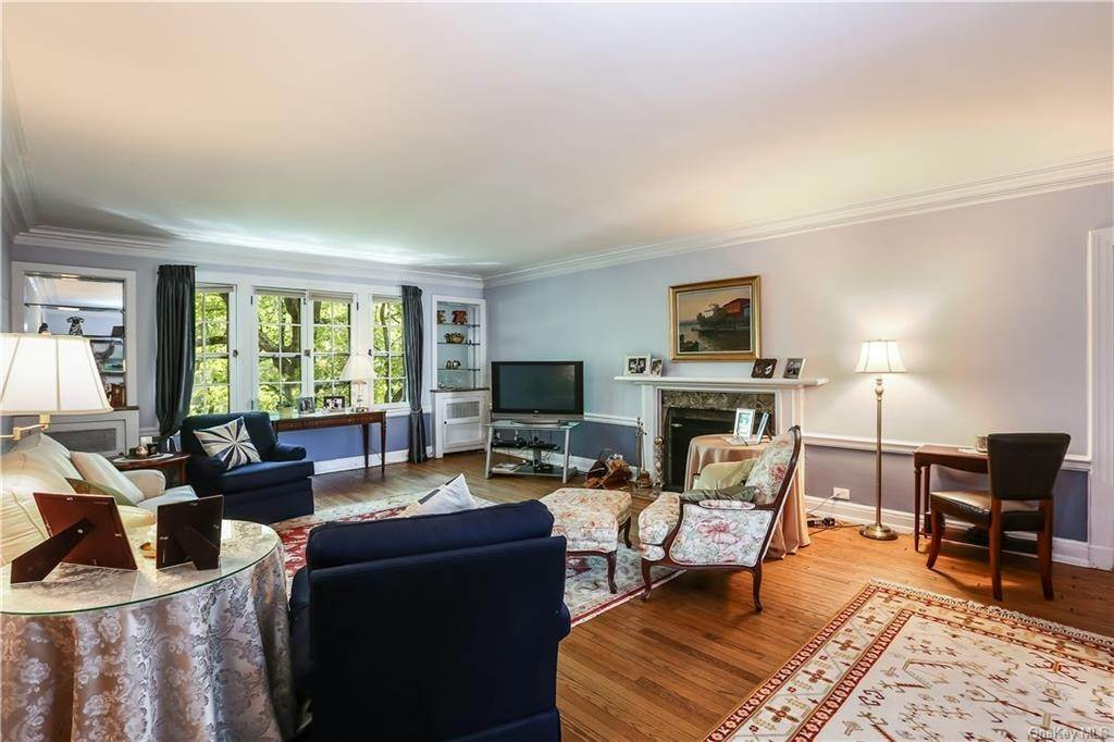 8. Single Family Home for Sale at 10 Brooklands Bronxville, New York, 10708 United States