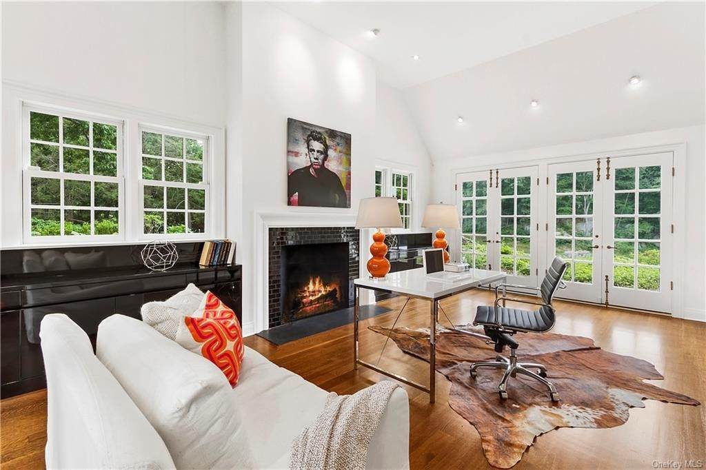 8. Single Family Home for Sale at 10 Frog Rock Road Armonk, New York, 10504 United States