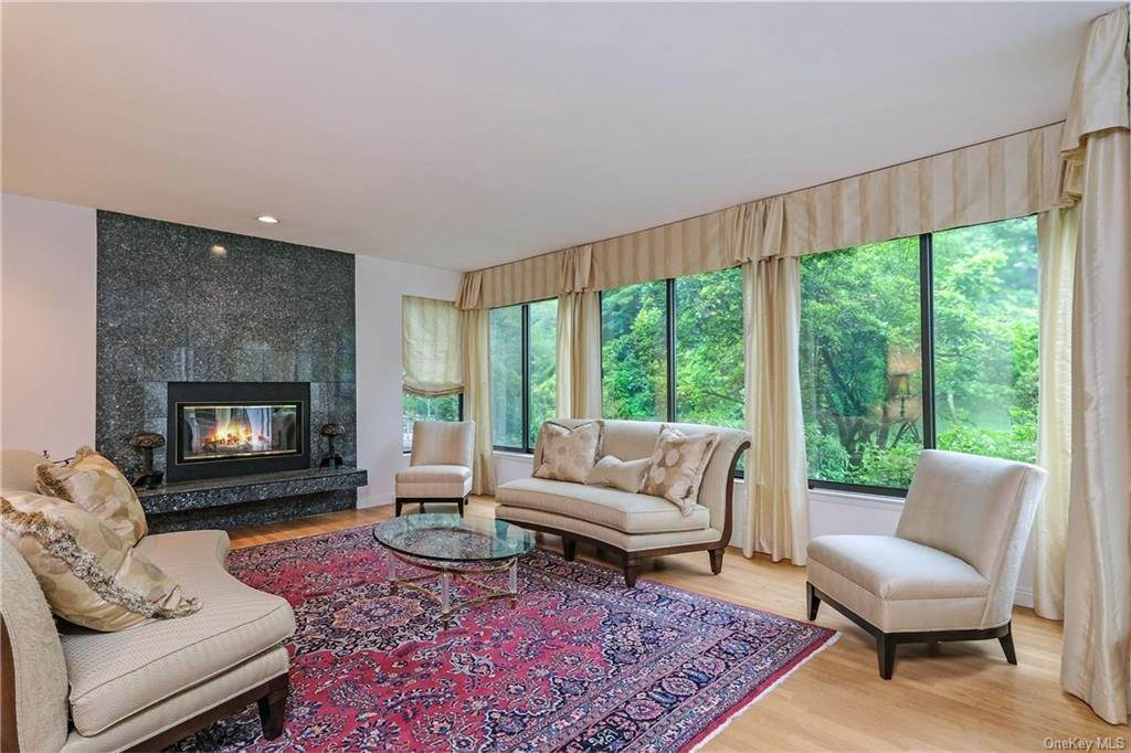 8. Single Family Home for Sale at 32 Harrows Lane Purchase, New York, 10577 United States