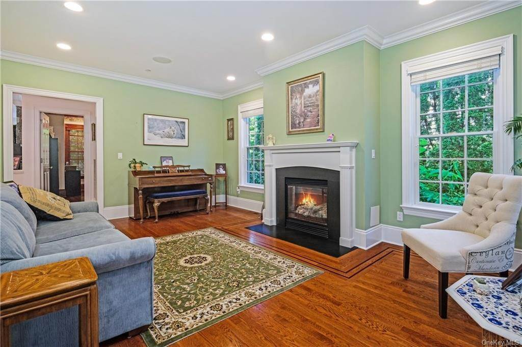 8. Single Family Home for Sale at 8 Roosevelt Place Scarsdale, New York, 10583 United States