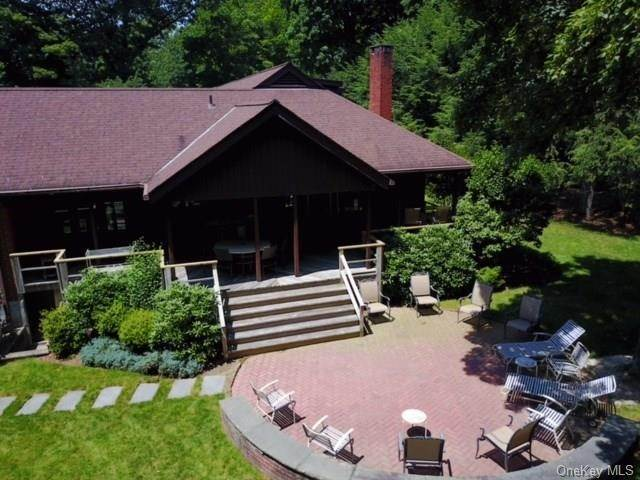 9. Single Family Home for Sale at 2 Ironwood Lane Rye, New York, 10580 United States