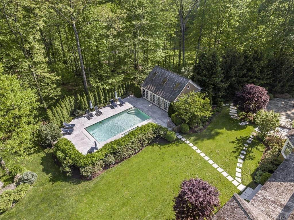 9. Single Family Home for Sale at 284 W Patent Road Bedford Corners, New York, 10549 United States