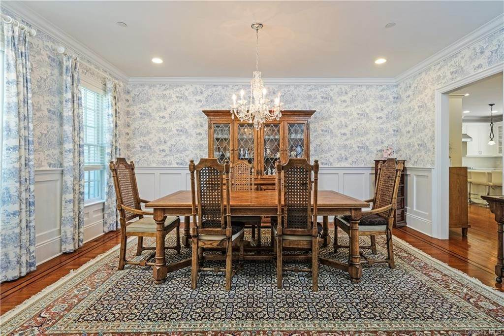 9. Single Family Home for Sale at 8 Roosevelt Place Scarsdale, New York, 10583 United States