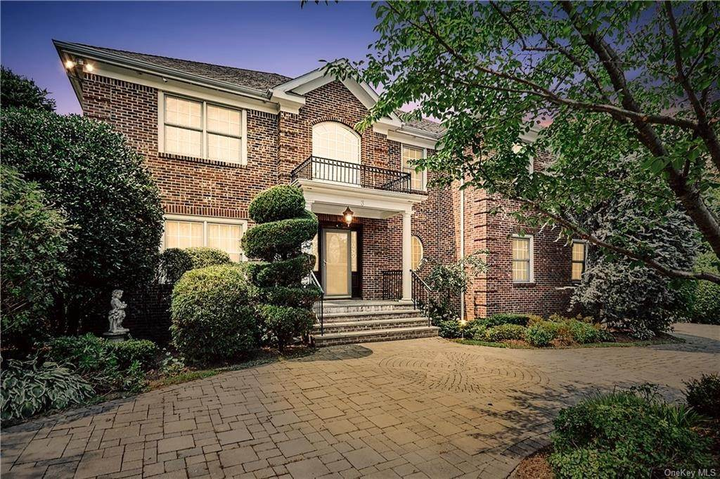 Single Family Home for Sale at 3 Mill Pond Lane New Rochelle, New York, 10805 United States