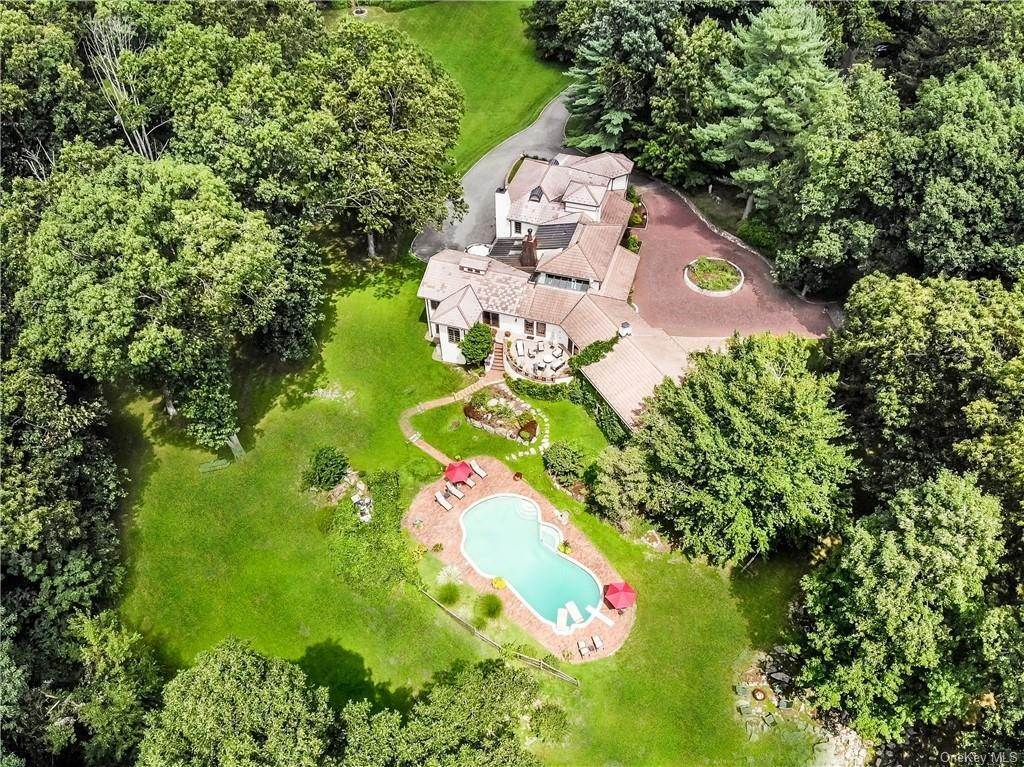 Single Family Home for Sale at 327 Haines Road Bedford Hills, New York, 10507 United States