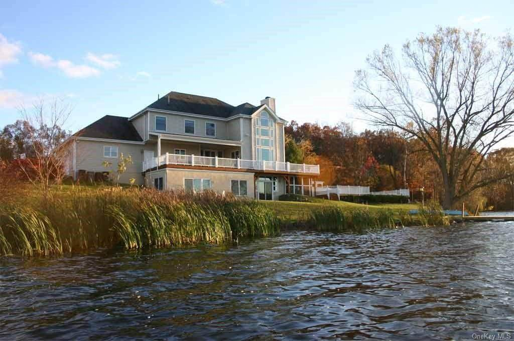 Single Family Home for Sale at 80 Waterview Terrace New Windsor, New York, 12553 United States
