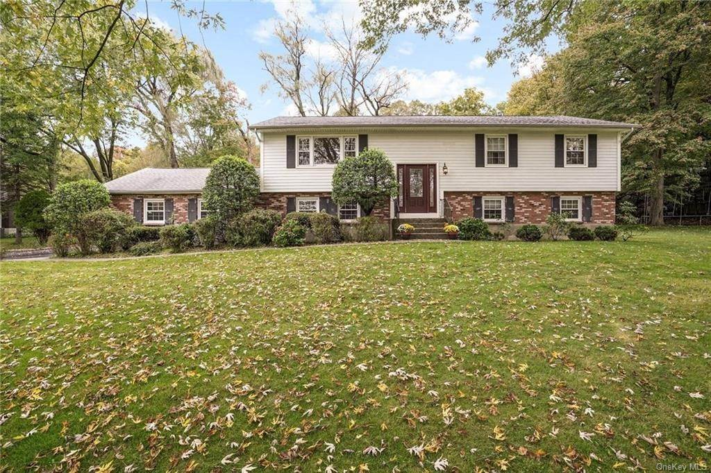 Single Family Home for Sale at 4 Arden Drive Amawalk, New York, 10501 United States