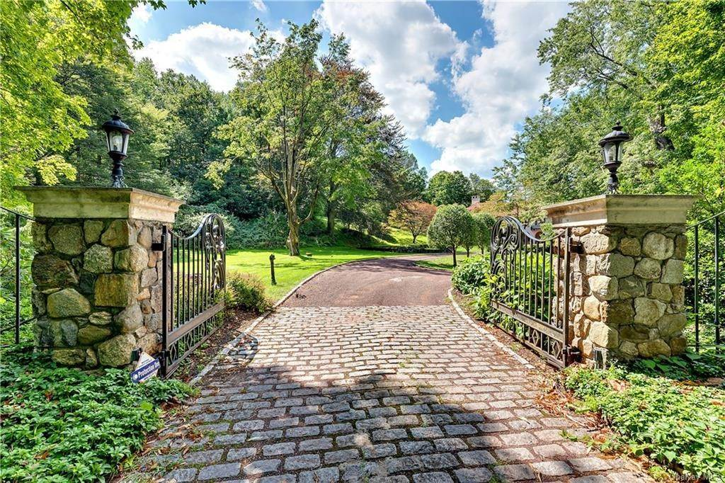 Single Family Home for Sale at 69 Chestnut Ridge Road Mount Kisco, New York, 10549 United States