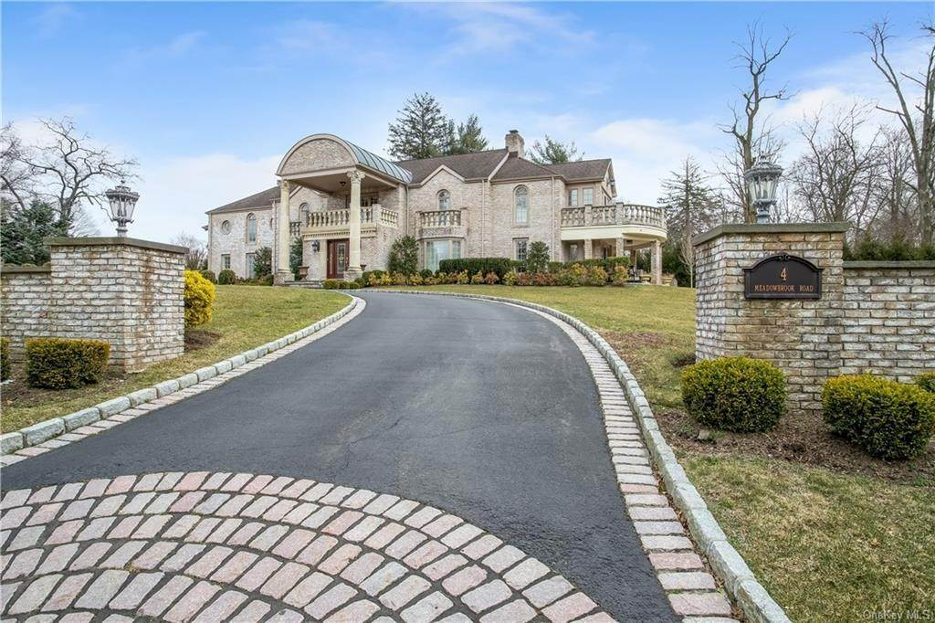 Single Family Home for Sale at 4 Meadowbrook Road White Plains, New York, 10605 United States