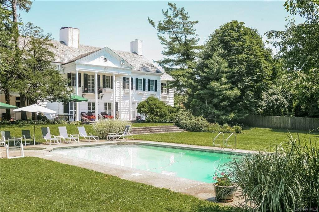 Single Family Home por un Venta en 2 Elm Hill Drive Rye Brook, Nueva York, 10573 Estados Unidos