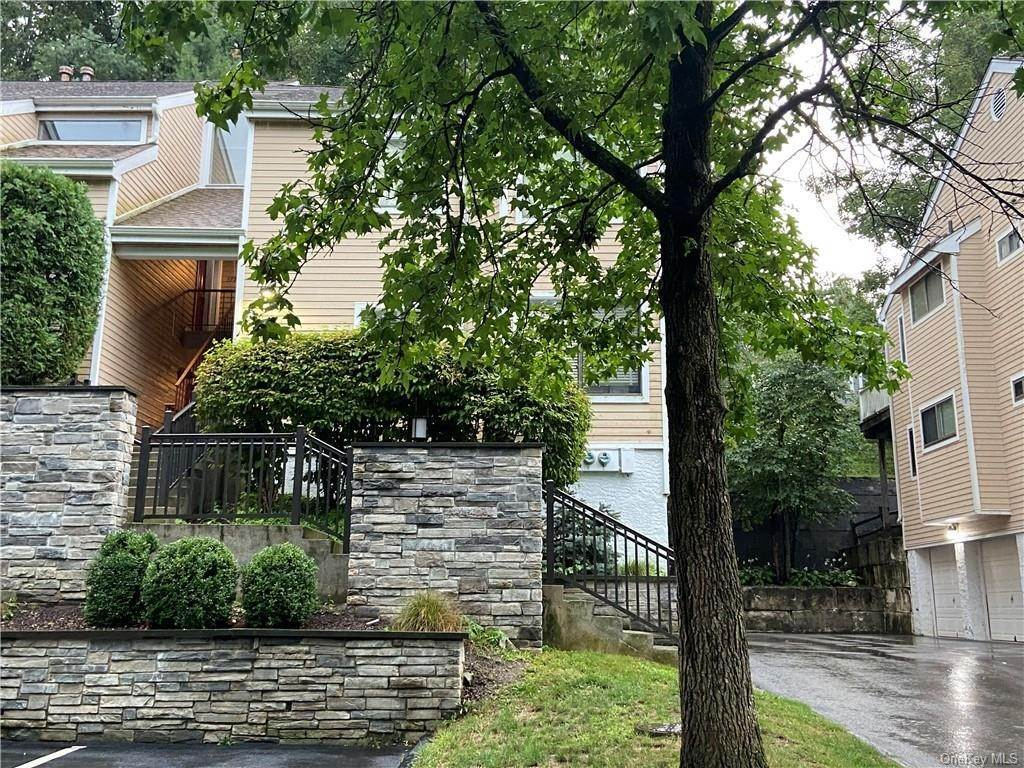 Single Family Home for Sale at 173 Birchwood Close Chappaqua, New York, 10514 United States