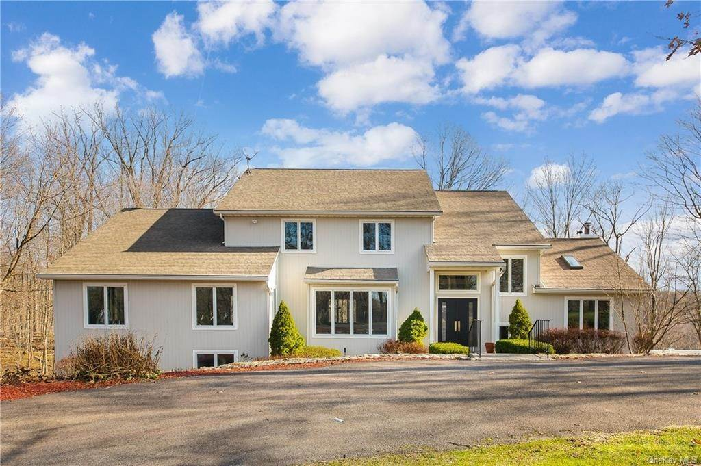 Single Family Home for Sale at 45 Hilltop Lane Thornwood, New York, 10594 United States