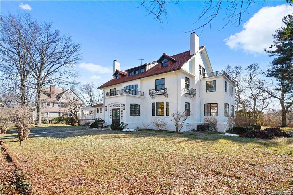 Single Family Home for Sale at 164 Boulevard Pelham, New York, 10803 United States
