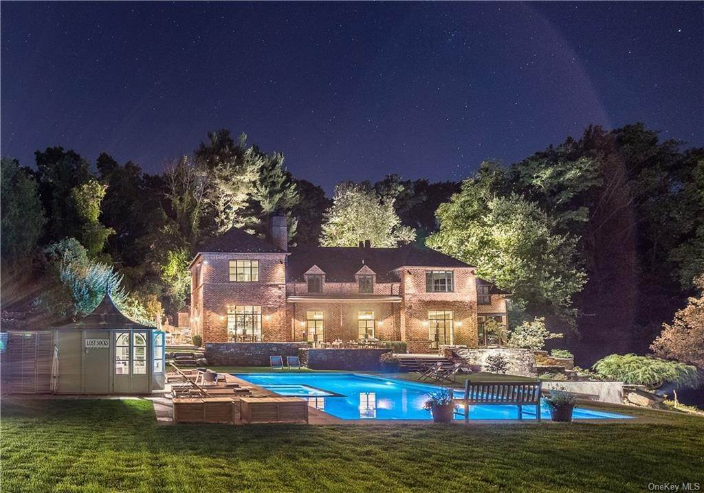 Single Family Home for Sale at 6 Hidden Oak Road Armonk, New York, 10504 United States