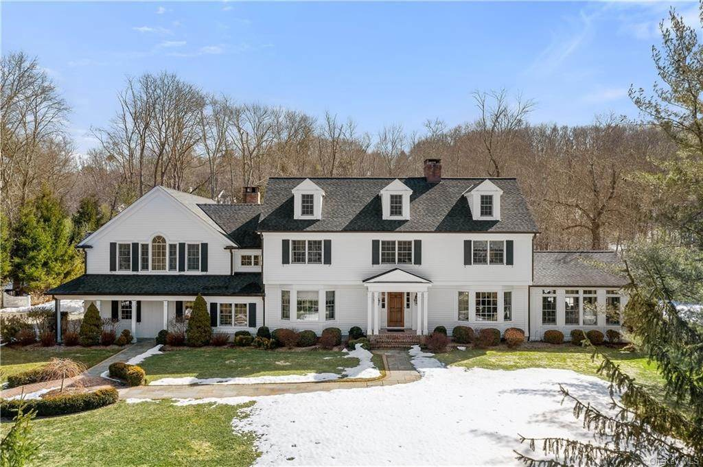 Single Family Home for Sale at 17 Colony Row Chappaqua, New York, 10514 United States