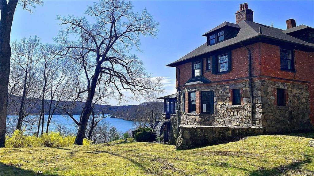 Single Family Home for Sale at 15 Summit Road Tuxedo Park, New York, 10987 United States