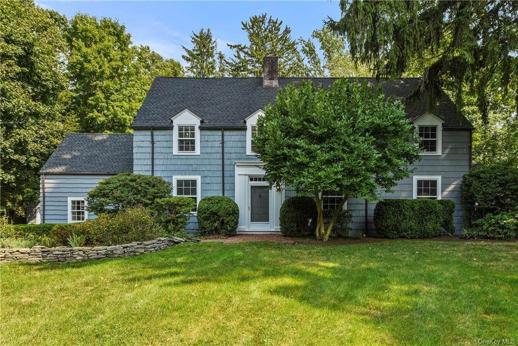 Single Family Home for Sale at 11 Apple Tree Close Chappaqua, New York, 10514 United States