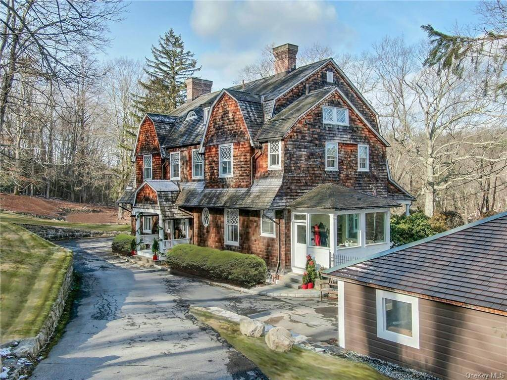 Single Family Home for Sale at 18 Pepperidge Road Tuxedo Park, New York, 10987 United States