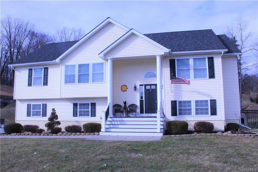Single Family Home for Sale at 2 Horse Shoe Court Goshen, New York, 10924 United States