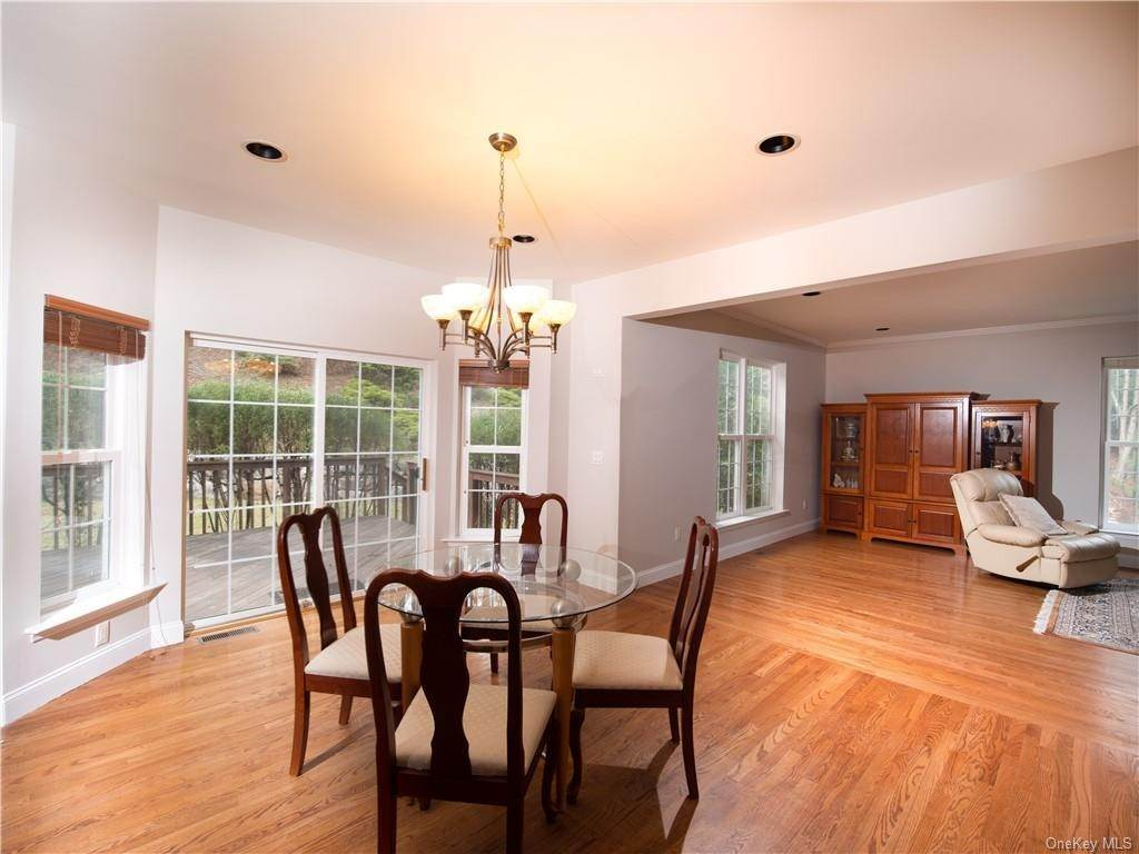 10. Single Family Home for Sale at 2689 Deer Street Mohegan Lake, New York, 10547 United States