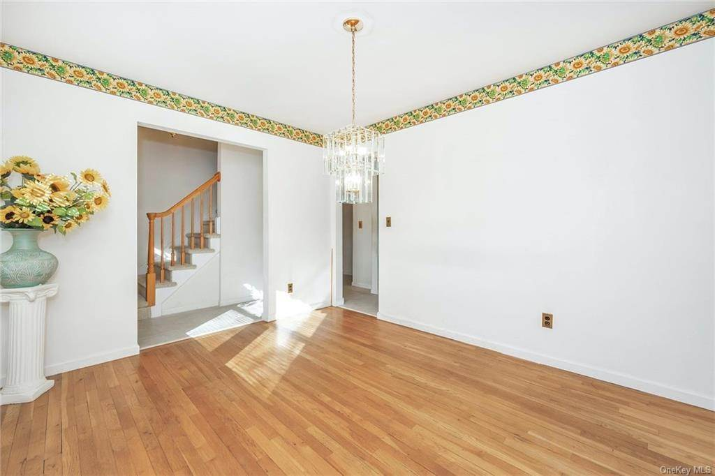 10. Single Family Home for Sale at 536 Commerce Street Hawthorne, New York, 10532 United States