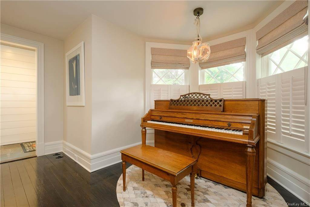 10. Single Family Home for Sale at 29 Valley Road Bronxville, New York, 10708 United States