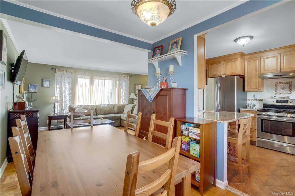10. Single Family Home for Sale at 100 Roxbury Drive Yonkers, New York, 10710 United States