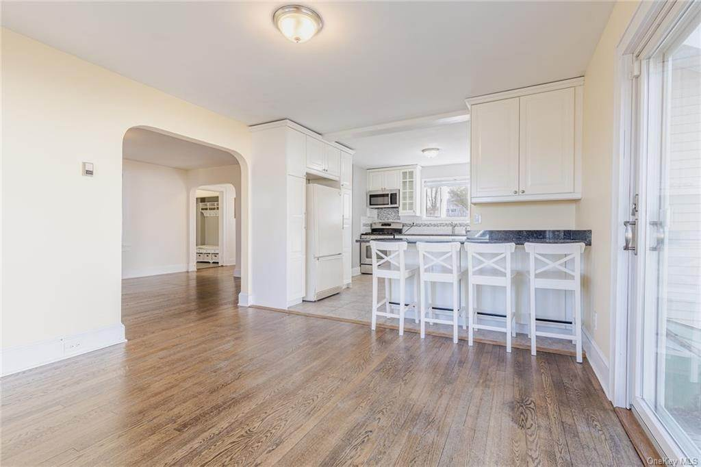10. Single Family Home for Sale at 25 North Street Bedford Hills, New York, 10507 United States