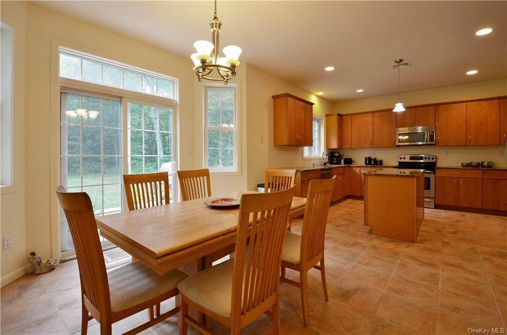 10. Single Family Home for Sale at 155 Alexander Road Monroe, New York, 10950 United States
