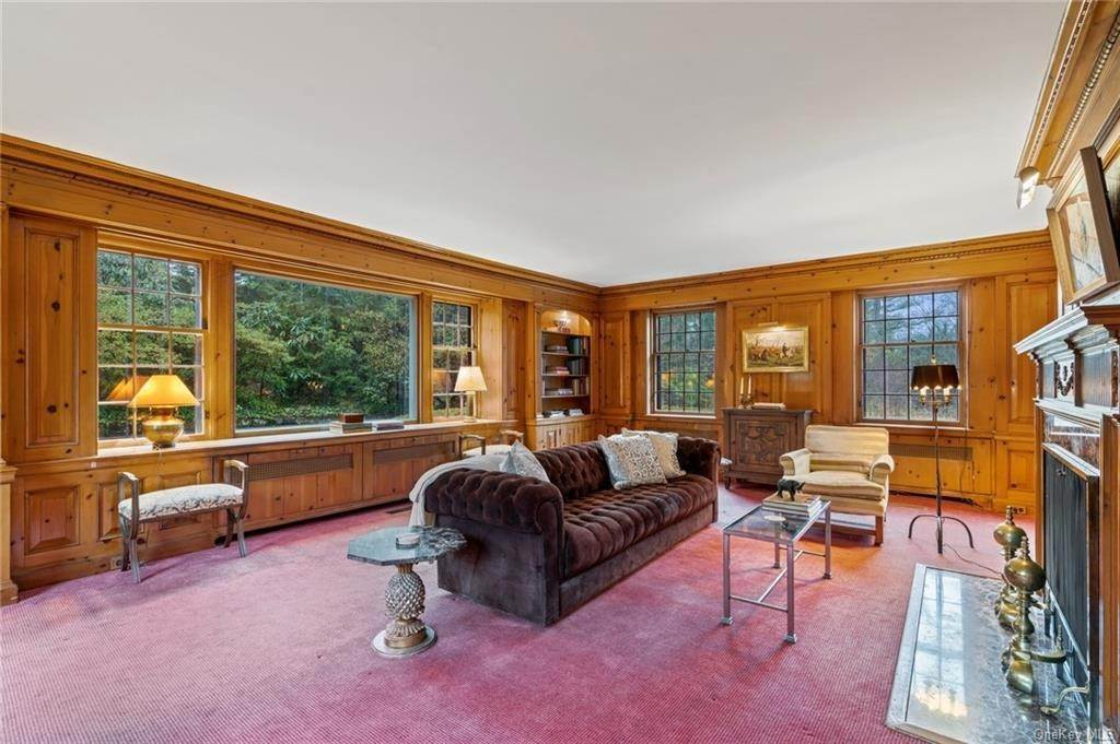 10. Single Family Home for Sale at 3 Richbell Road Scarsdale, New York, 10583 United States