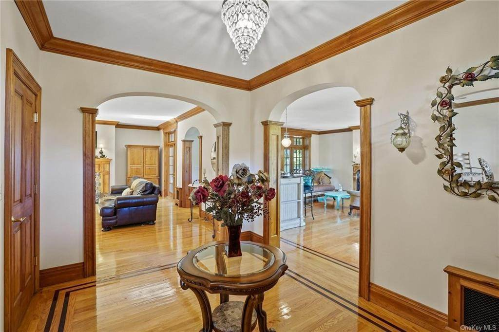 10. Single Family Home for Sale at 10 Greenwich Avenue Central Valley, New York, 10917 United States