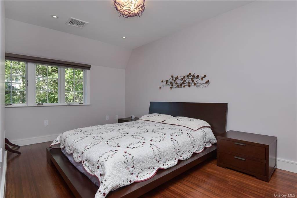 10. Rental Communities for Rent at 3 Willow Circle Bronxville, New York, 10708 United States