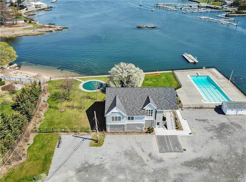 10. Single Family Home for Sale at 561 Shore Acres Drive Mamaroneck, New York, 10543 United States