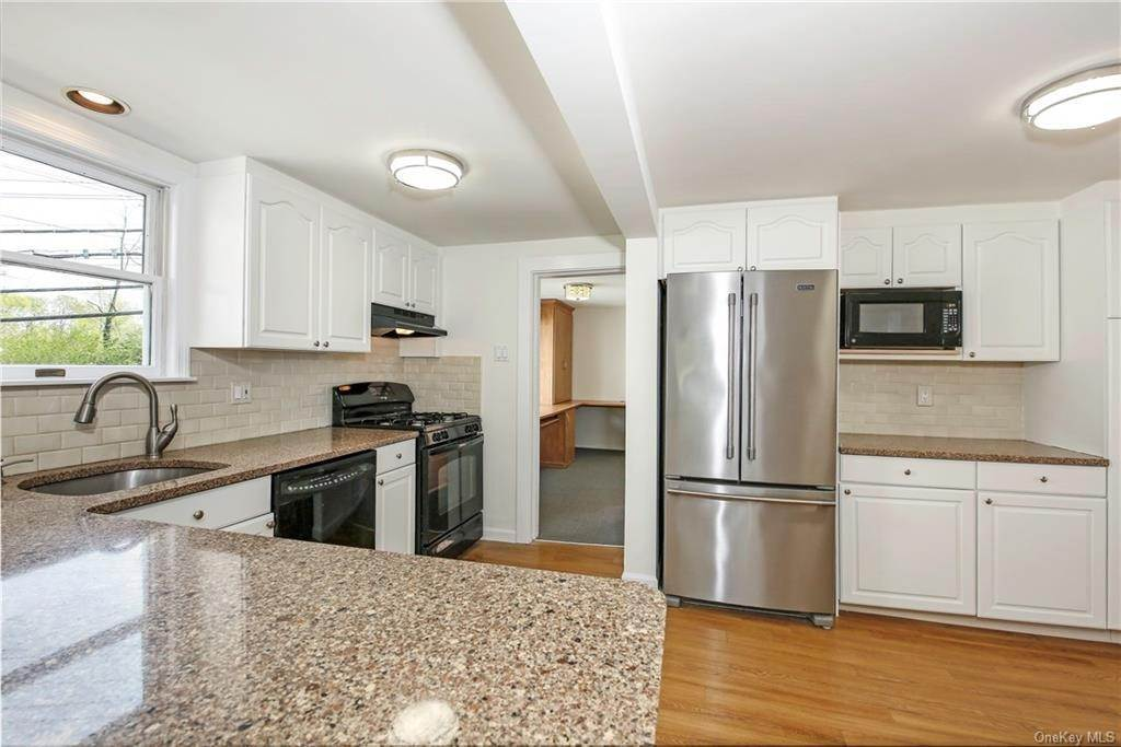 10. Single Family Home for Sale at 211 Oakland Beach Avenue Rye, New York, 10580 United States