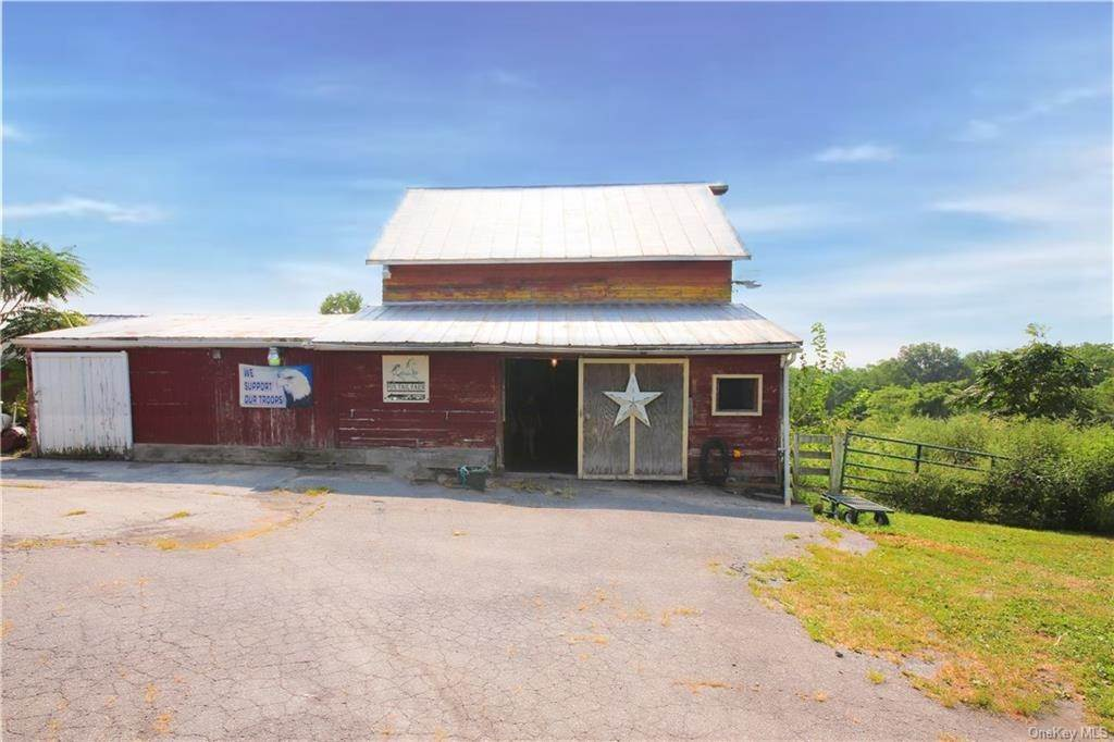 10. Single Family Home for Sale at 184 N Kaisertown Road Montgomery, New York, 12549 United States