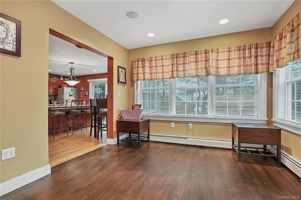10. Single Family Home for Sale at 20 Deerfield Avenue Eastchester, New York, 10709 United States