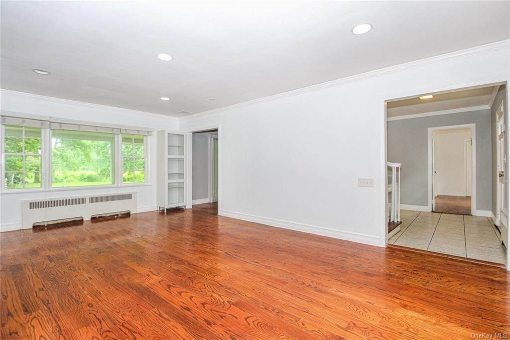 10. Single Family Home for Sale at 25 High Point Lane Scarsdale, New York, 10583 United States