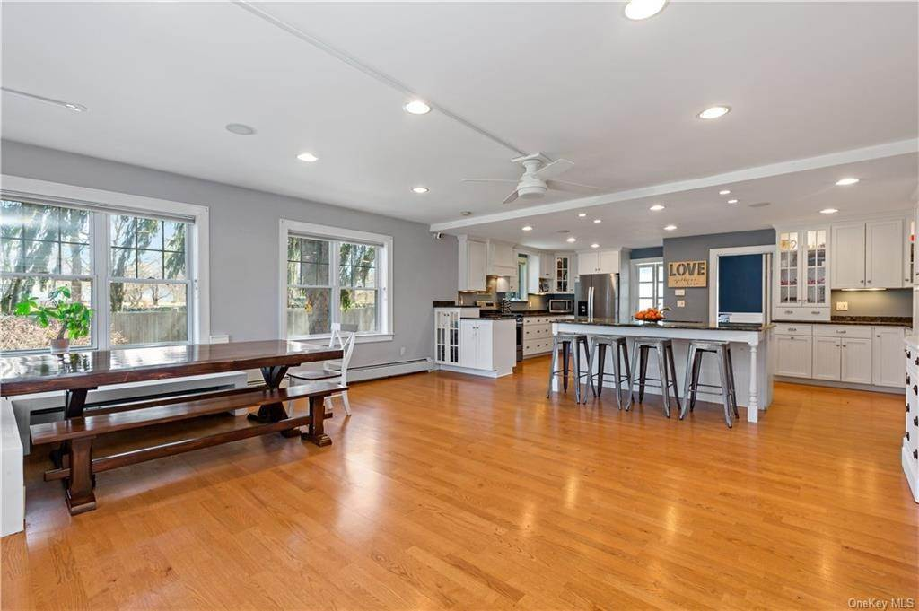 10. Single Family Home for Sale at 2032 Crompond Road Cortlandt Manor, New York, 10567 United States