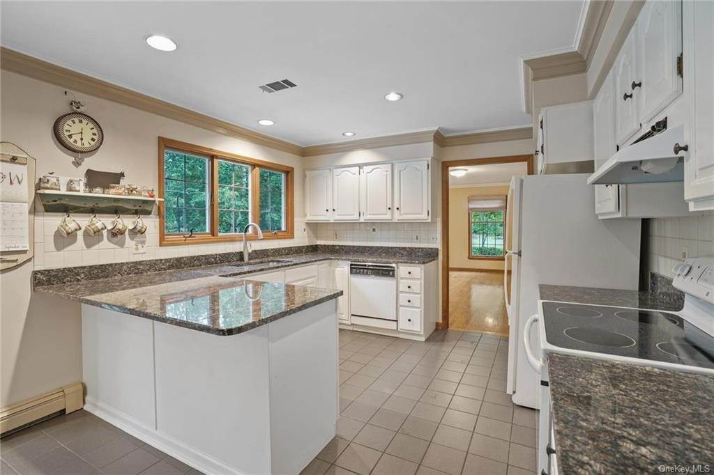 10. Single Family Home for Sale at 184 Sarah Wells Trail Campbell Hall, New York, 10916 United States
