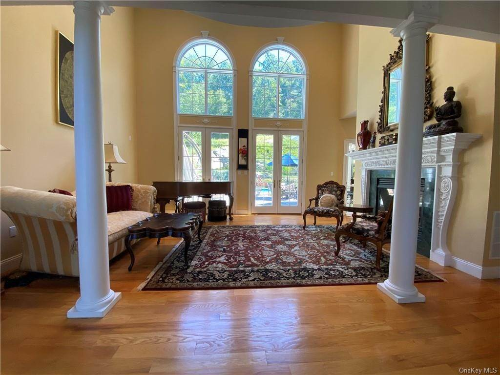 10. Single Family Home for Sale at 29 Helmstown Court Tuxedo Park, New York, 10987 United States