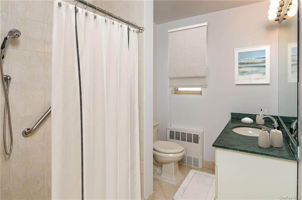 10. Single Family Home for Sale at 72 Pondfield Road W Bronxville, New York, 10708 United States