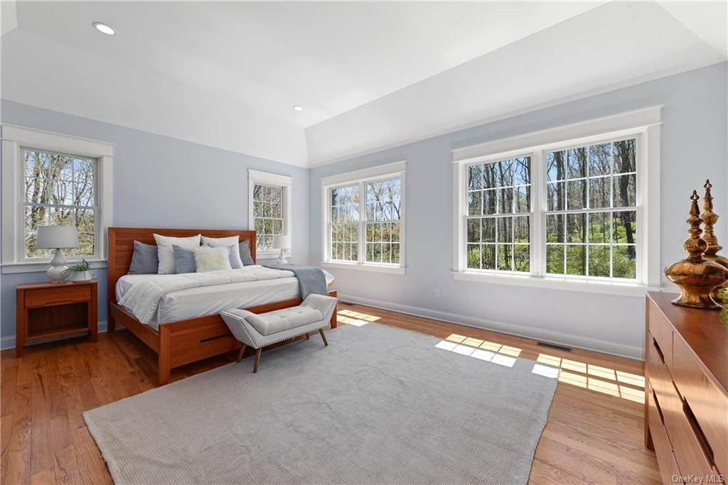 10. Single Family Home for Sale at 76 Mayflower Lane Katonah, New York, 10536 United States