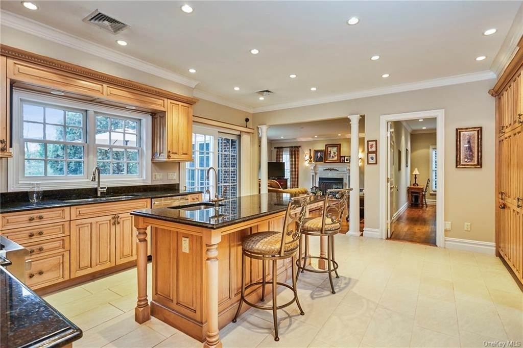 11. Single Family Home for Sale at 3 Mill Pond Lane New Rochelle, New York, 10805 United States