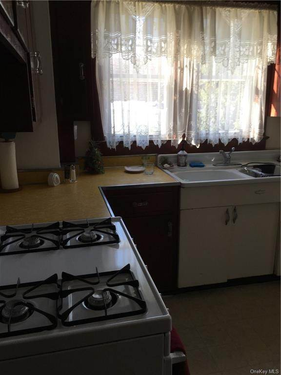 11. Single Family Home for Sale at 114 Route 59 Suffern, New York, 10901 United States