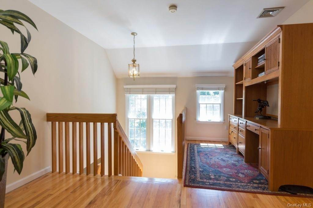 11. Single Family Home for Sale at 6 Overbrook Drive Millwood, New York, 10546 United States