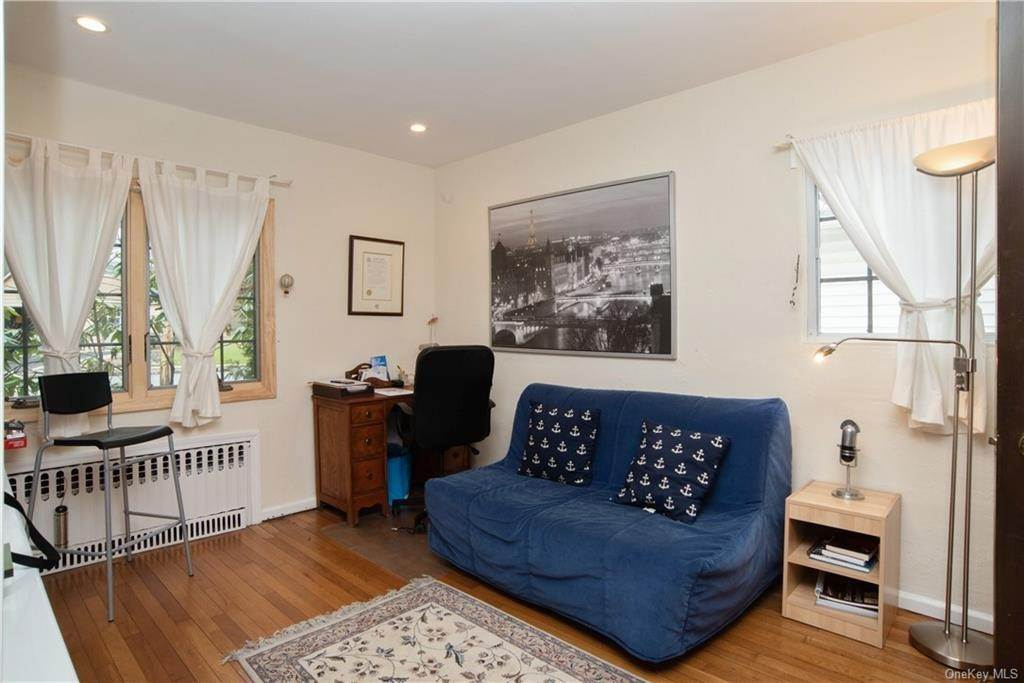 11. Single Family Home pour l Vente à 4 Spruce Road Larchmont, New York, 10538 États-Unis