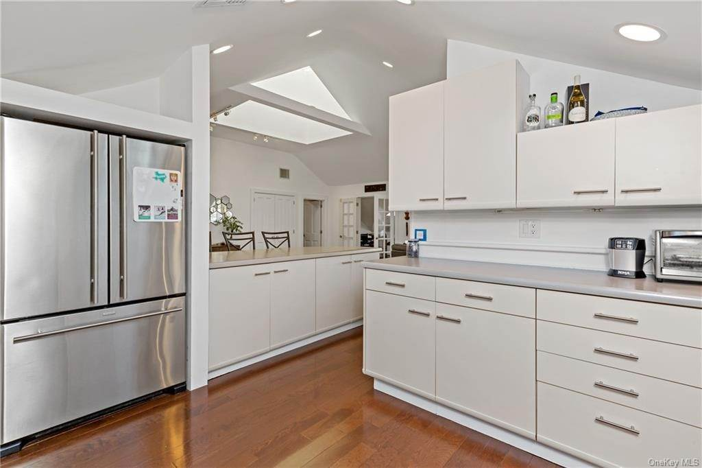 11. Single Family Home for Sale at 12 Clinton Avenue Dobbs Ferry, New York, 10522 United States